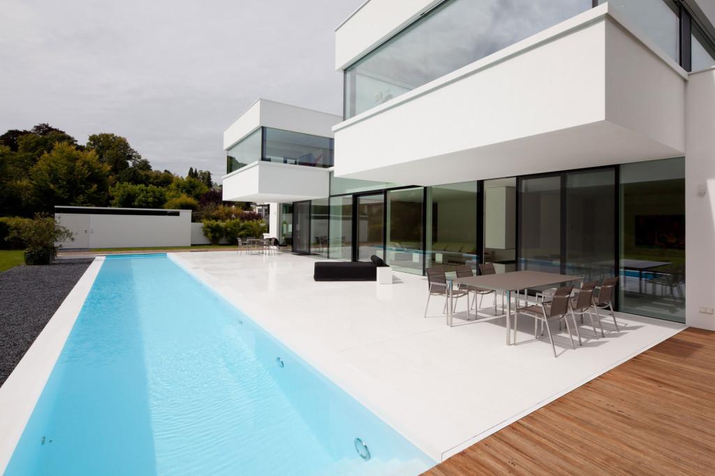 проект дома хайтек с бассейном