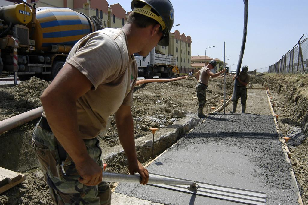 заливка бетоном тротуара
