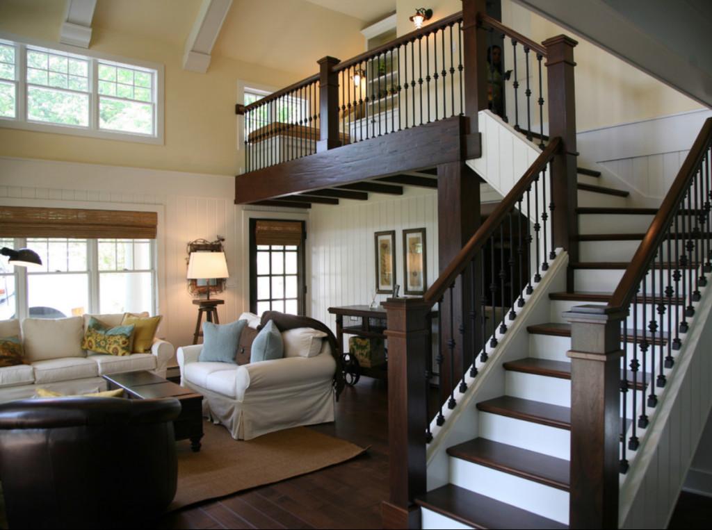 лестница деревянная двухцветная