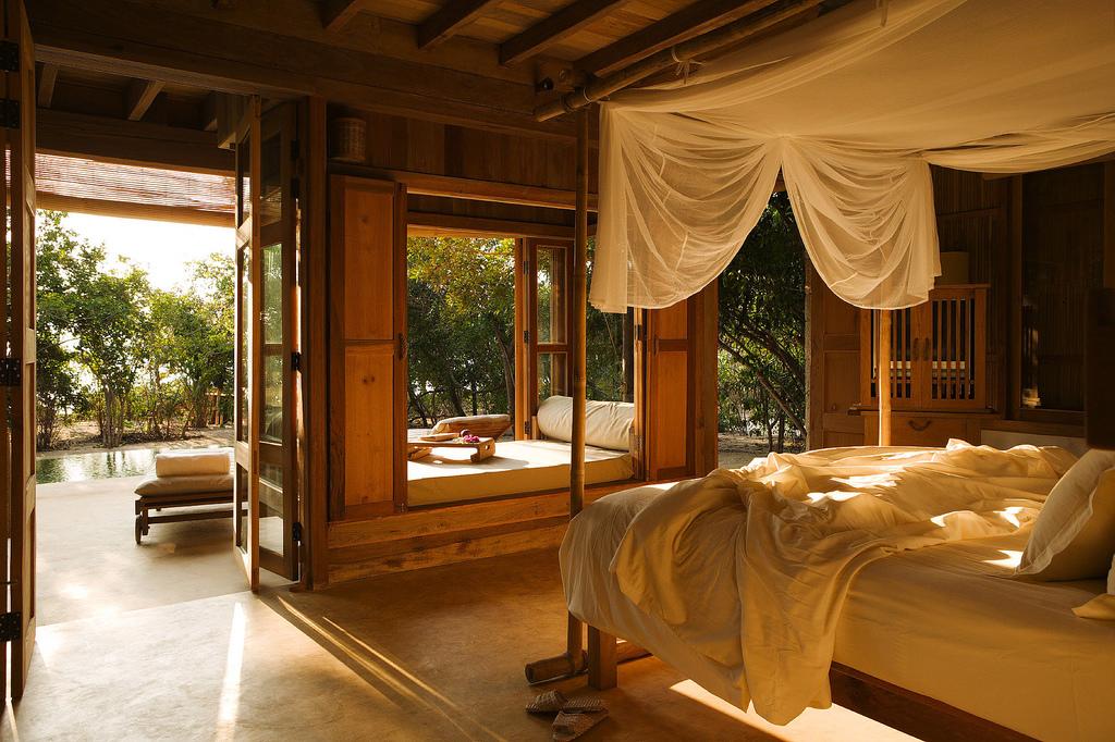 спальня балдахин кровать