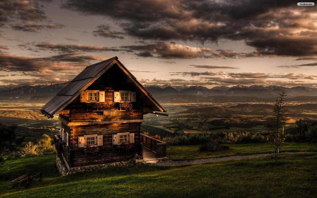 деревянный дом на закате