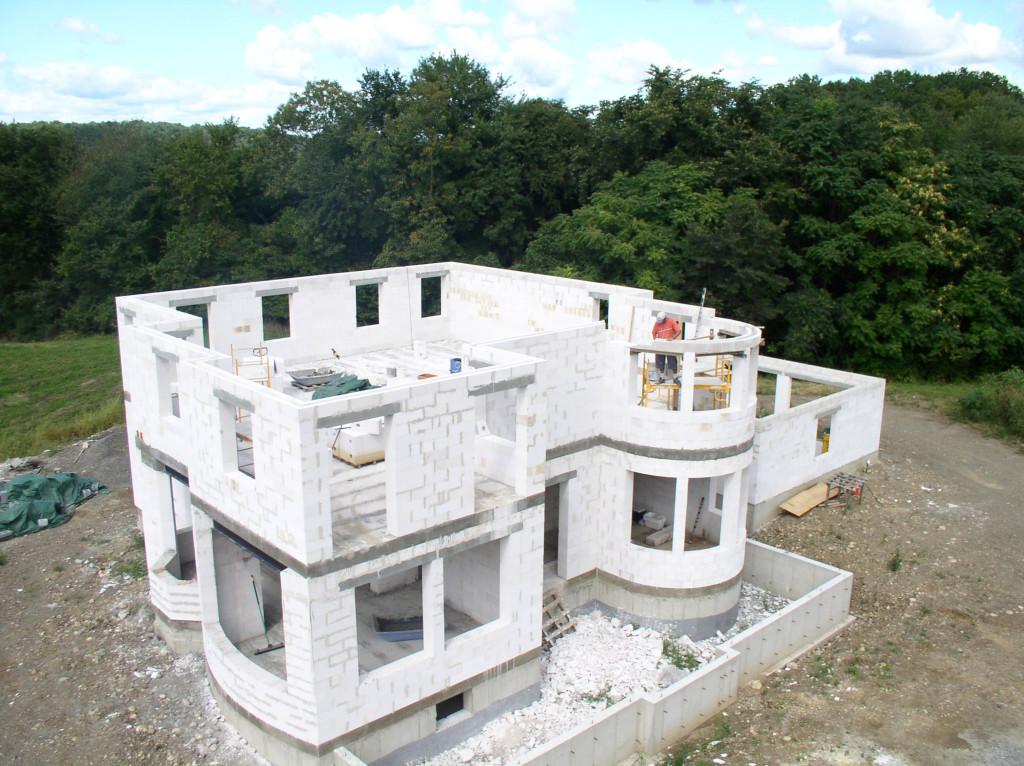 дом из блоков недостроенный