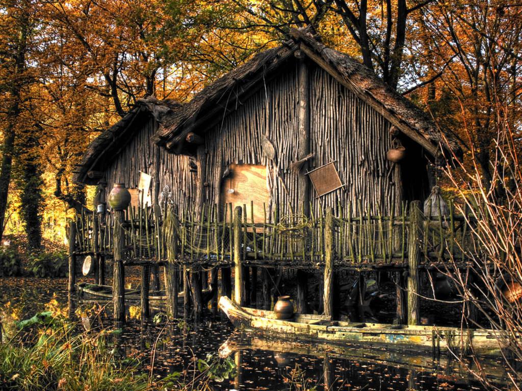 домики из веток на озере