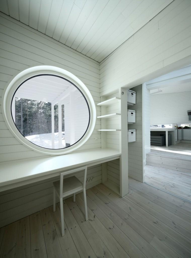 интерьер с круглым окном