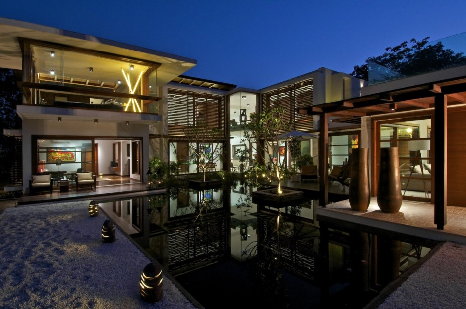 коттедж с бассейном красивый