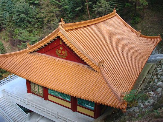 четырехскатная крыша корейский храм