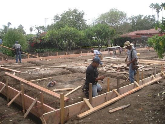 ленточный фундамент строительство
