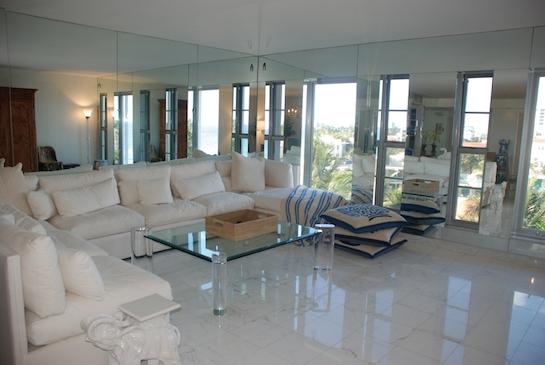 белый мраморный пол гостиная