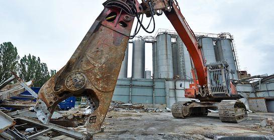 экскаватор для демонтажа зданий