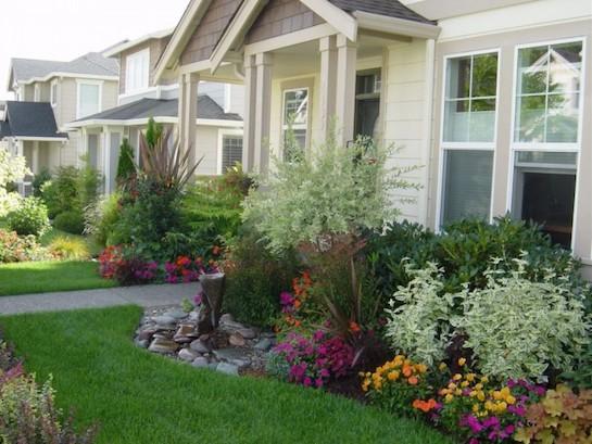 цветник перед домом