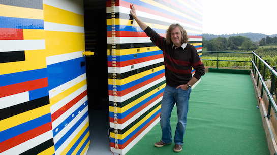 дом из пластиковых кирпичей lego