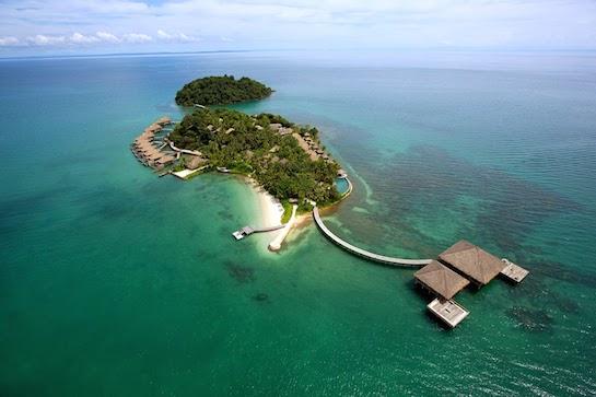 остров зеленый в океане
